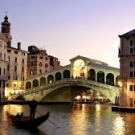 I want to take a trip to Venecia, Channels seems awesome!