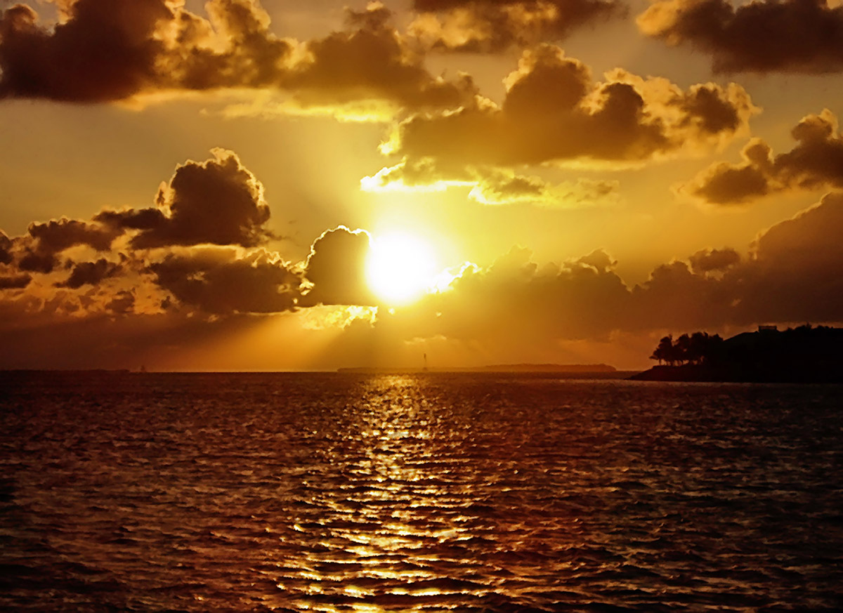 ALESWEET Love sunsets custom pic 1