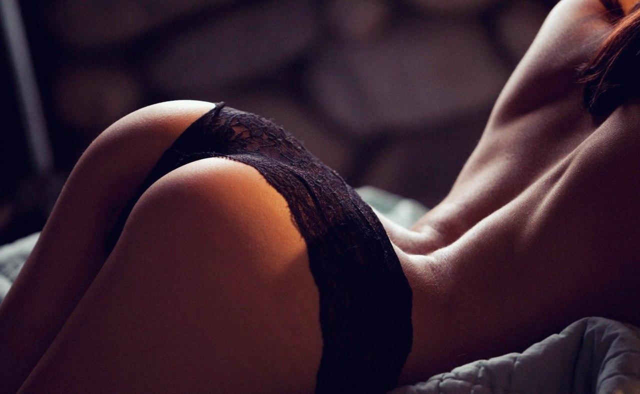 невинные эротические фото шикарных попок девушки волосатыми кисками