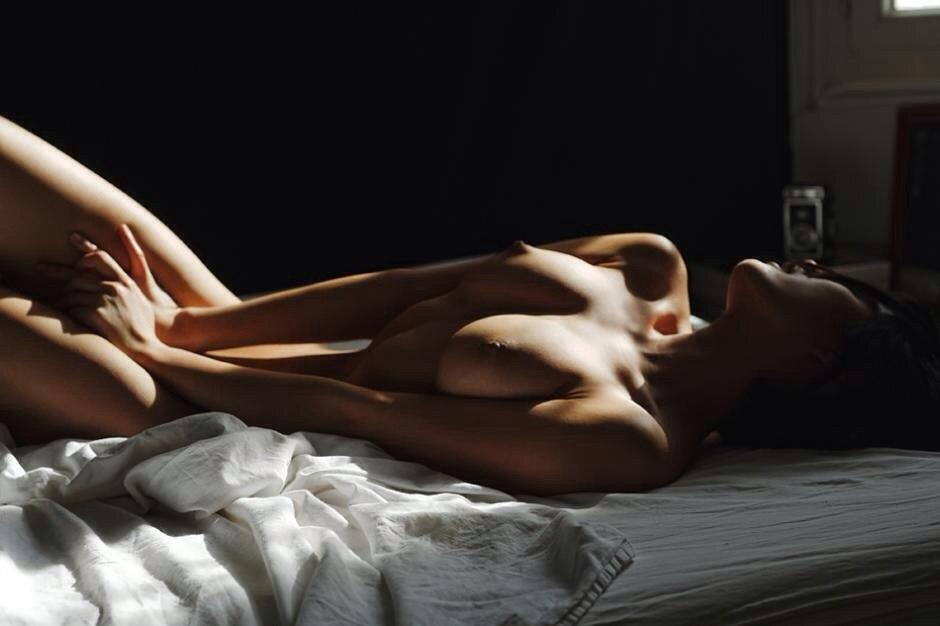 любит работать, мир глазами женщины интим в постели фото хотел